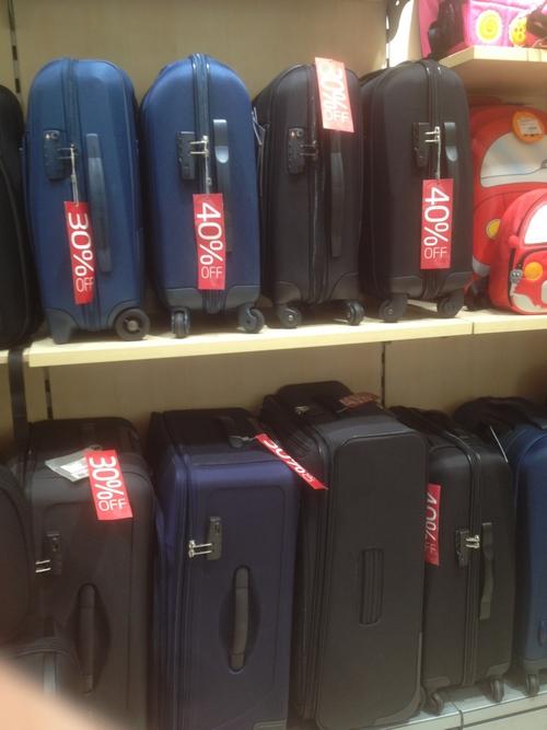 а эти чемоданы от марки самсонайт имеют скидку от 40 до 50 процентов