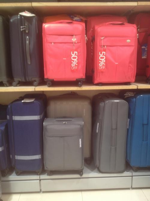 огромные чемоданы в дисконте самсонайт со скидкой 50 процентов
