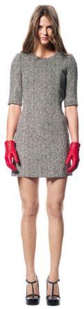 кашемировое платье, красные кожаные перчатки и туфли на платформе - все от марки Sisley