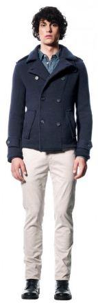 теплый блэйзер из хлопка, клетчатая рубашка, светлые брюки из хлопка - от марки Sisley